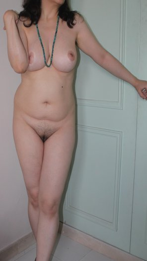 amateur photo standing nude