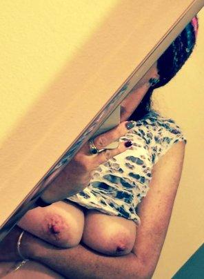 amateur photo [image] Wife playing Peek-a-Boob