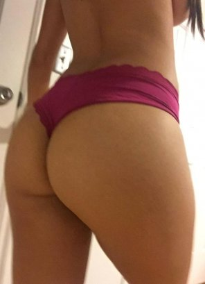 amateur photo Slightly blurry pic of the booty