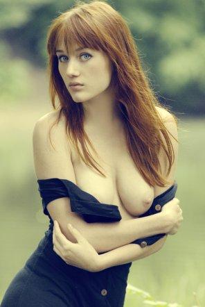 amateur photo Off the shoulder