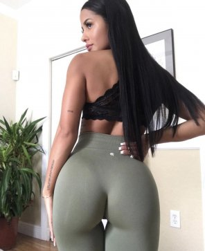 amateur photo Green yoga pants