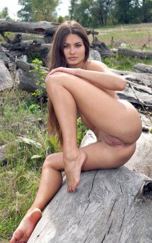 amateur photo Gorgeous girl with long hair outside