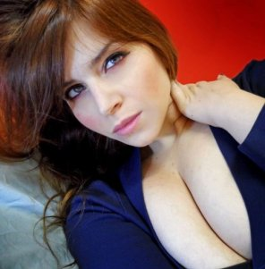 amateur photo Long Line of Cleavage