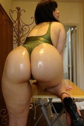 amateur photo Oiled Japanese butt