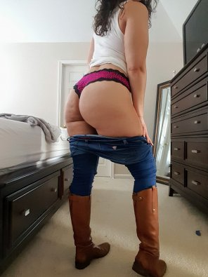 amateur photo Care to help me out of these jeans?😗💕