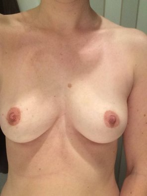 amateur photo Bi [f], never been with a girl. Do you like what you see?