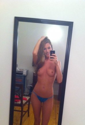 amateur photo Mirror Selfie from a Tinder girl