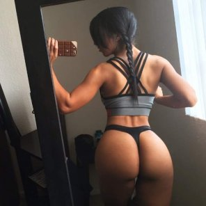 amateur photo Fit ass in thong
