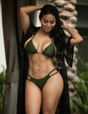 amateur photo Best example of fit and thick I've seen