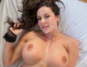 amateur photo Big tit MILF gets really bit cumshot