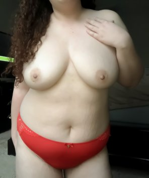 amateur photo Lady in red