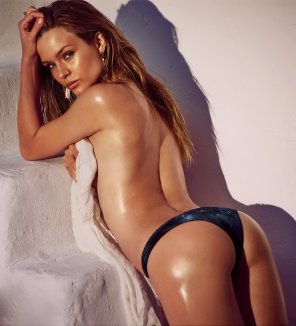 amateur photo Josephine Skriver posing