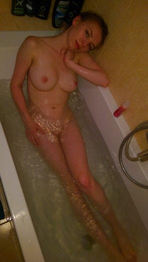 amateur photo Enjoying a bath