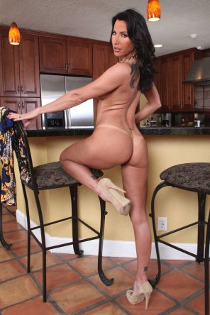 amateur photo Kitchen MILF