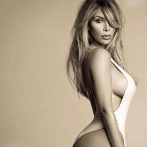 amateur photo Kim Kardashian with sideboob