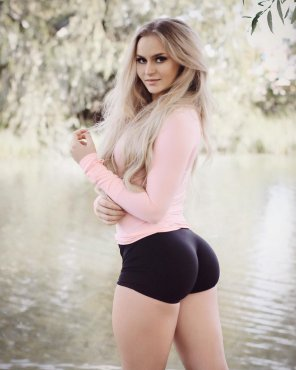 amateur photo Anna Nystrom's majestic ass