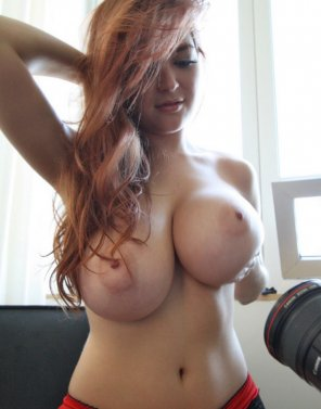 amateur photo Busty beauty in the sunkight