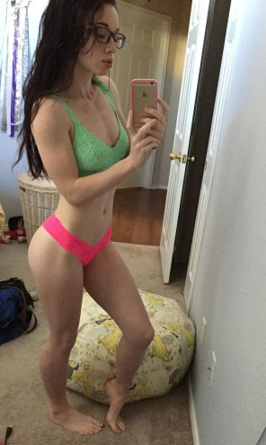 amateur photo Fit and sexy in specs