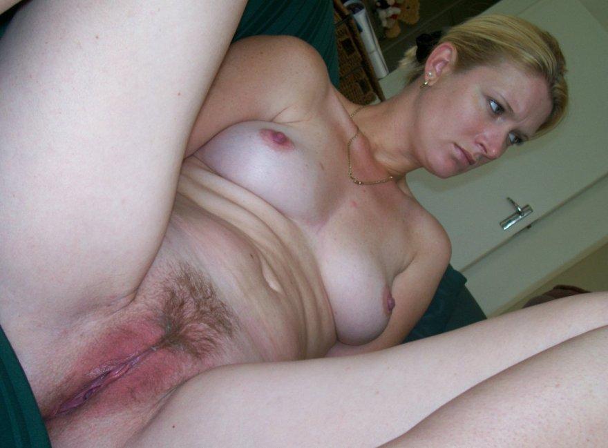 Hairy amateur pussy Porn Photo