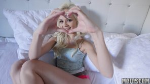 amateur photo Elsa Jean and her heart