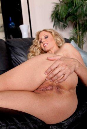 amateur photo Legendary pornstar Julia Ann showing her ass