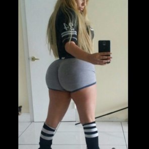 amateur photo Pawg in short shorts