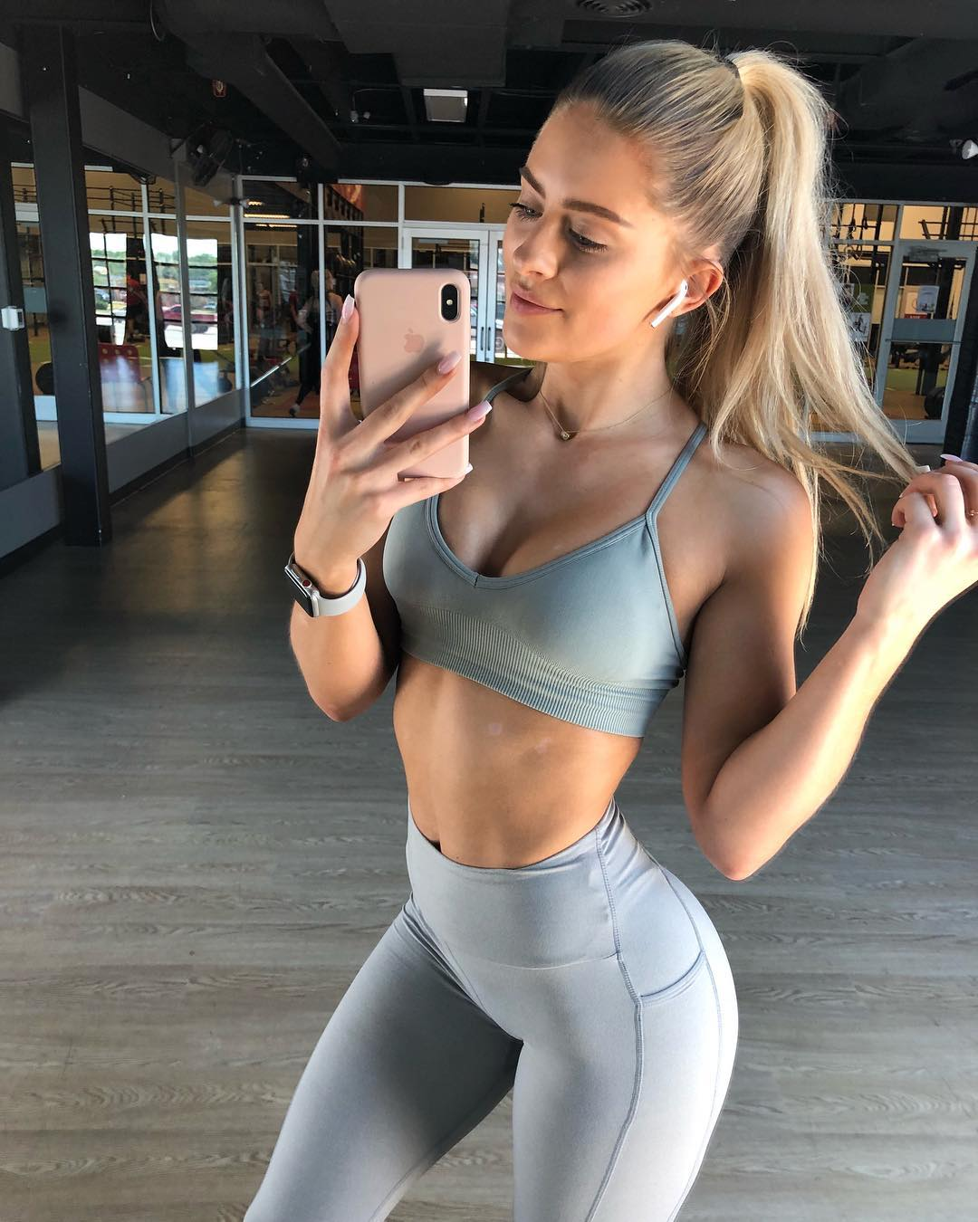 nackt Simmons Whitney Fitness Influencer