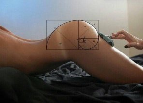 amateur photo Fibonacci ass