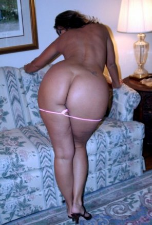 amateur photo Showing off her ass in the living room