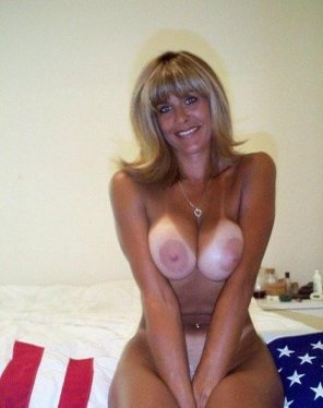amateur photo MILF with huge nipples