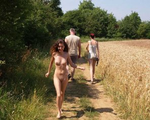amateur photo Naked on the trail