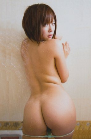 amateur photo Sakura Mana and her juicy butt