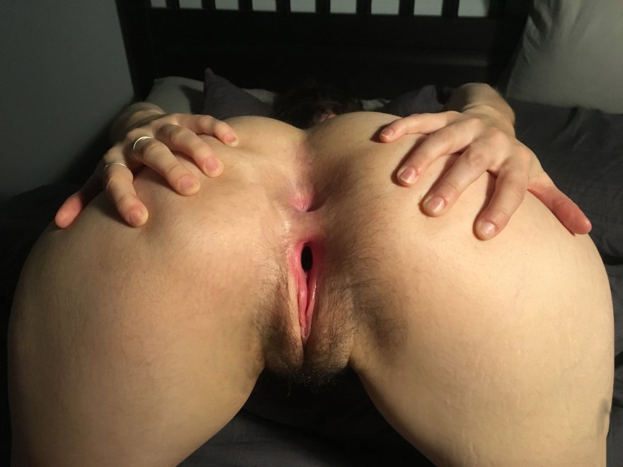 I love anal and getting my pussy stretched... I'm yours, what would you do? Porn Photo