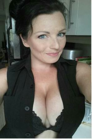 amateur photo Stunning milf...