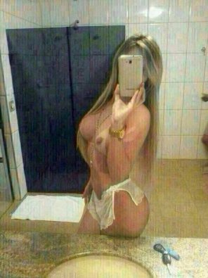 amateur photo Naked in front of the mirror