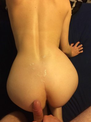 amateur photo On her back [M+F]