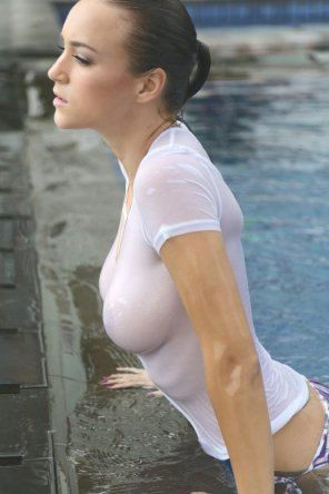 amateur photo Rosie Jones emerging from the pool