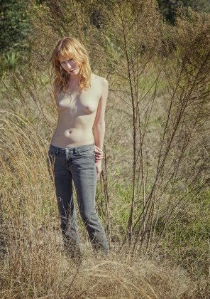 amateur photo Topless in the field
