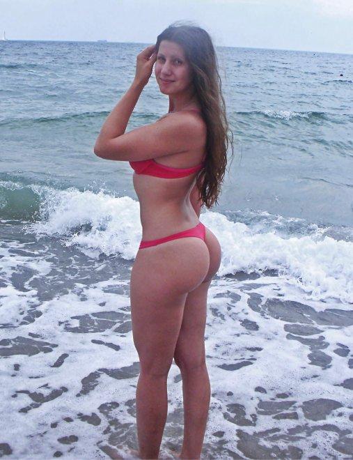 Hottie in a Thong Bikini Porn Photo