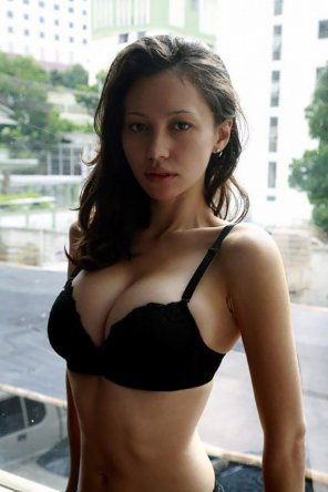 amateur photo Black hair and black bra