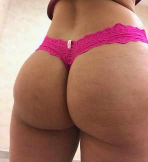 amateur photo #TOTD, Happy Hump Day!!! Celebrate with a Bubble Butt 🎉🎀