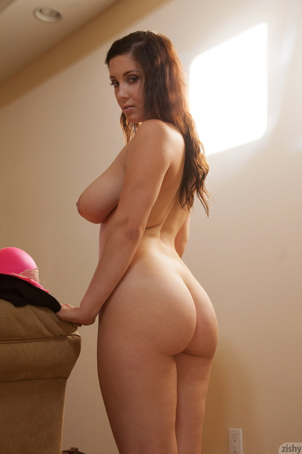 thick brunette girl nude