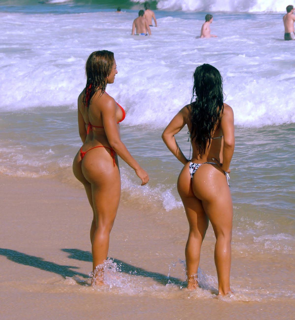 всегда одевает бразильские девушки большие попки на пляже малышки стоячие