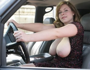 amateur photo Letting them out while driving