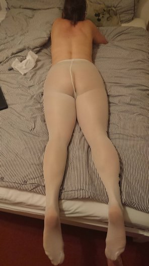 amateur photo Back view in pantyhose