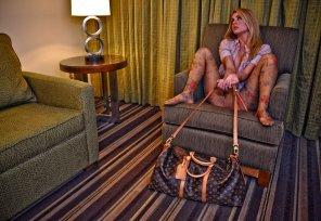 amateur photo Louis Vuitton Babe