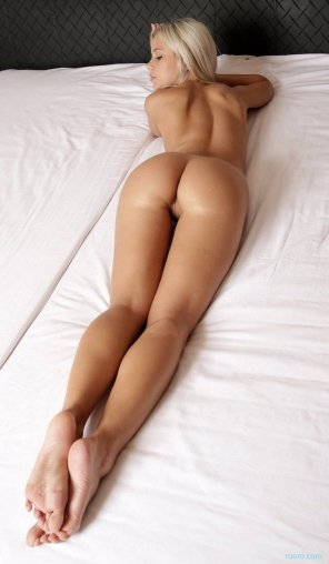 amateur photo On the bed...
