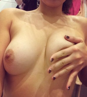 amateur photo trying to make these boobs more better