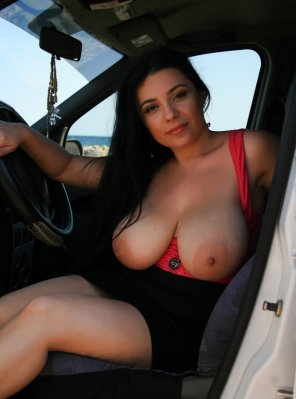 amateur photo Tits out in the car