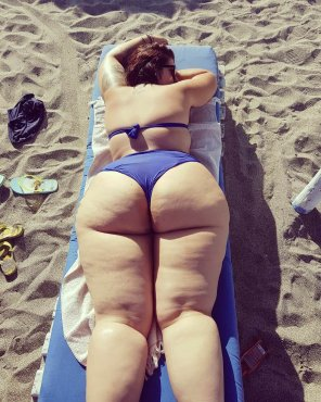 amateur photo Thick at the beach